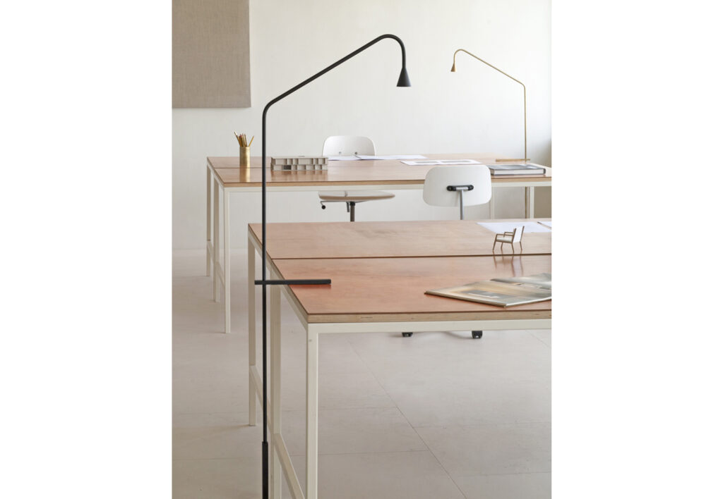 Trizo21_Austere-Table_04
